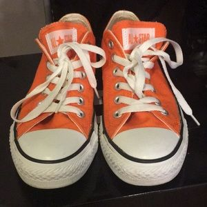Orange Low Top Converse Sneaker (Great Condition)
